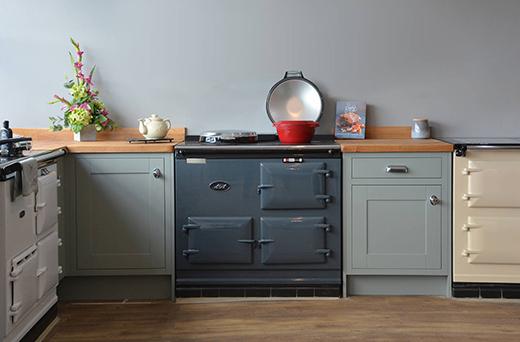 AGA色彩缤纷烤箱灶具和复古厨房在KBS展厅里展出